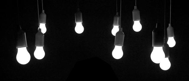 žárovky v objímkách.jpg